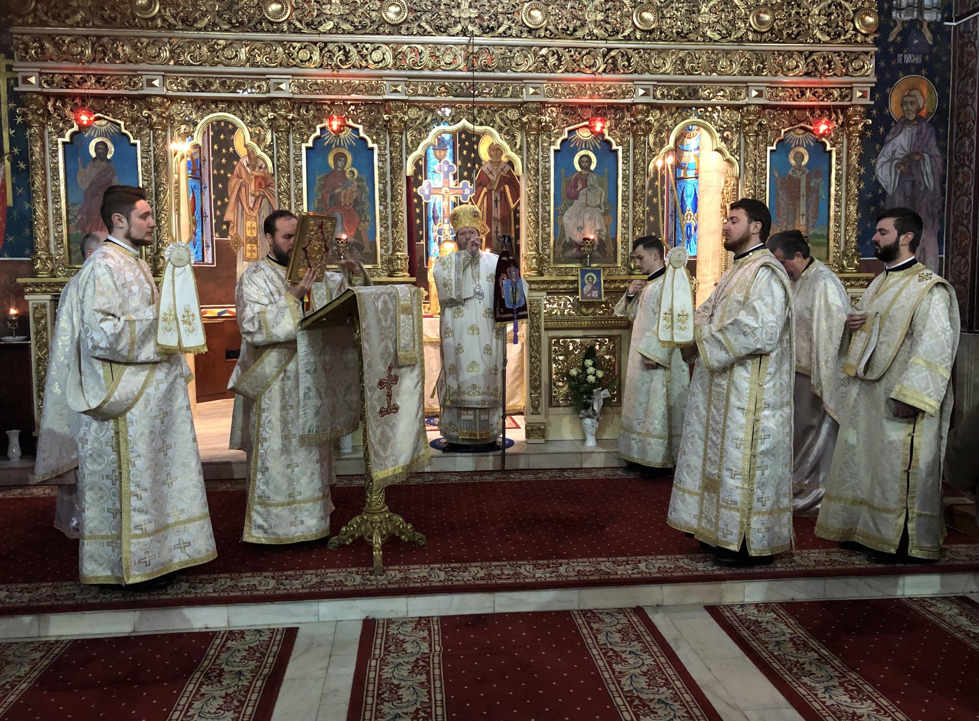 Liturghie Arhierească, Rugăciune și filantropie la Biserica Albastră de la Parohia Oradea-Vii