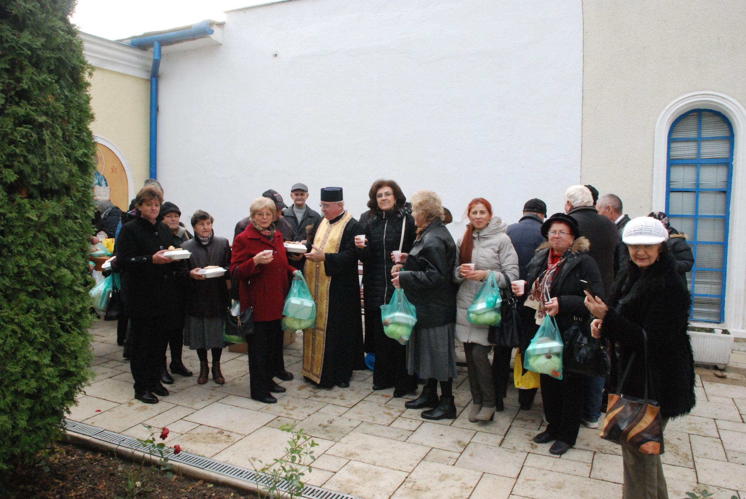 Zece ani de filantropie la Biserica Albastră